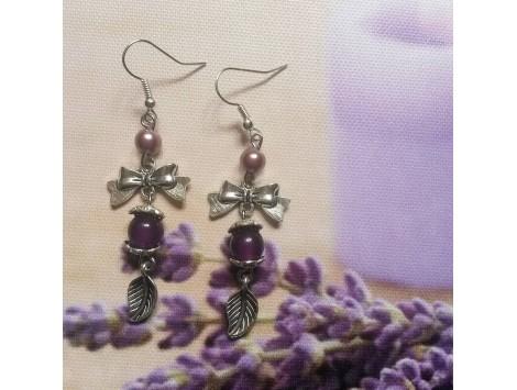 Boucles d'oreilles argentées et violettes